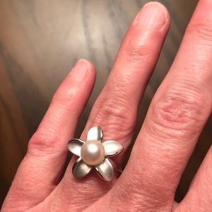 Jewelry - Silver and pearl ring